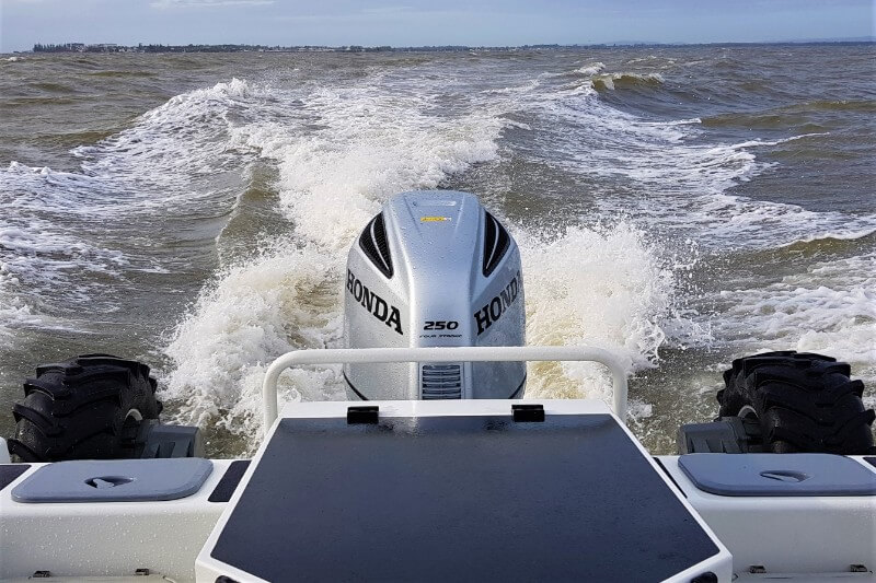 A single-outboard setup results in a higher boat speed
