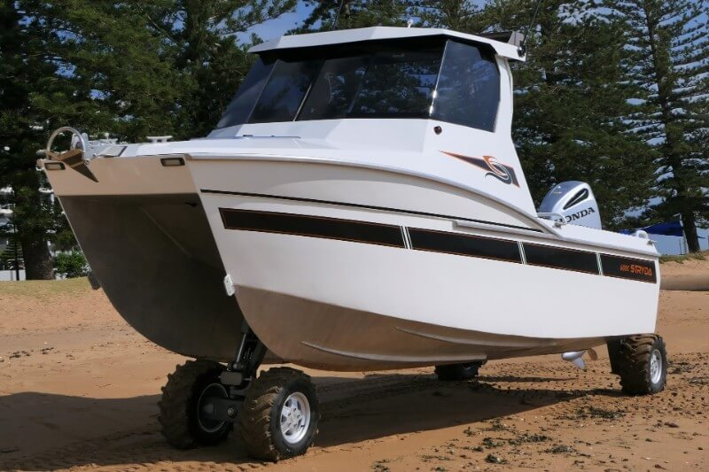 The asymmetric hull of our 600C Catamaran promises you a true soft-ride.